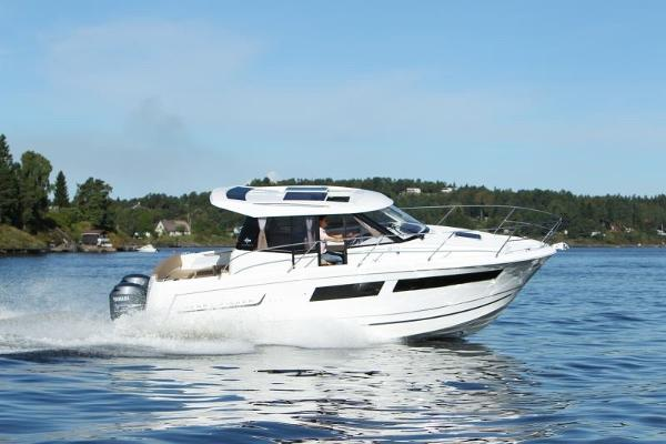 Jeanneau Merry Fisher 855 Manufacturer Provided Image