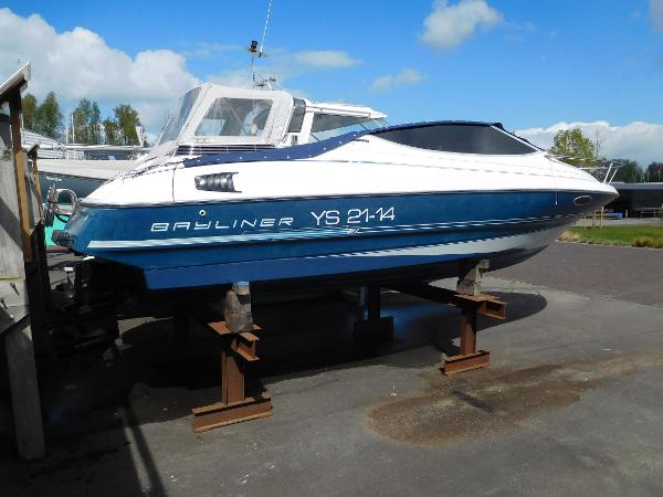 Bayliner 2252 Capri Cuddy