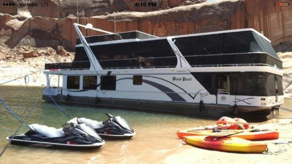 Sumerset Houseboat 22' x 75'