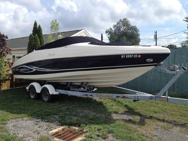Rinker 232 Captiva Bowrider on trailer