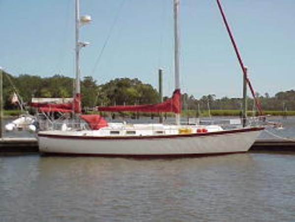 Pearson 424 Ketch at the dock