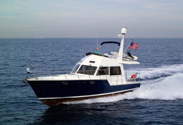Island Pilot IP395 1 Stateroom Fast Cruising