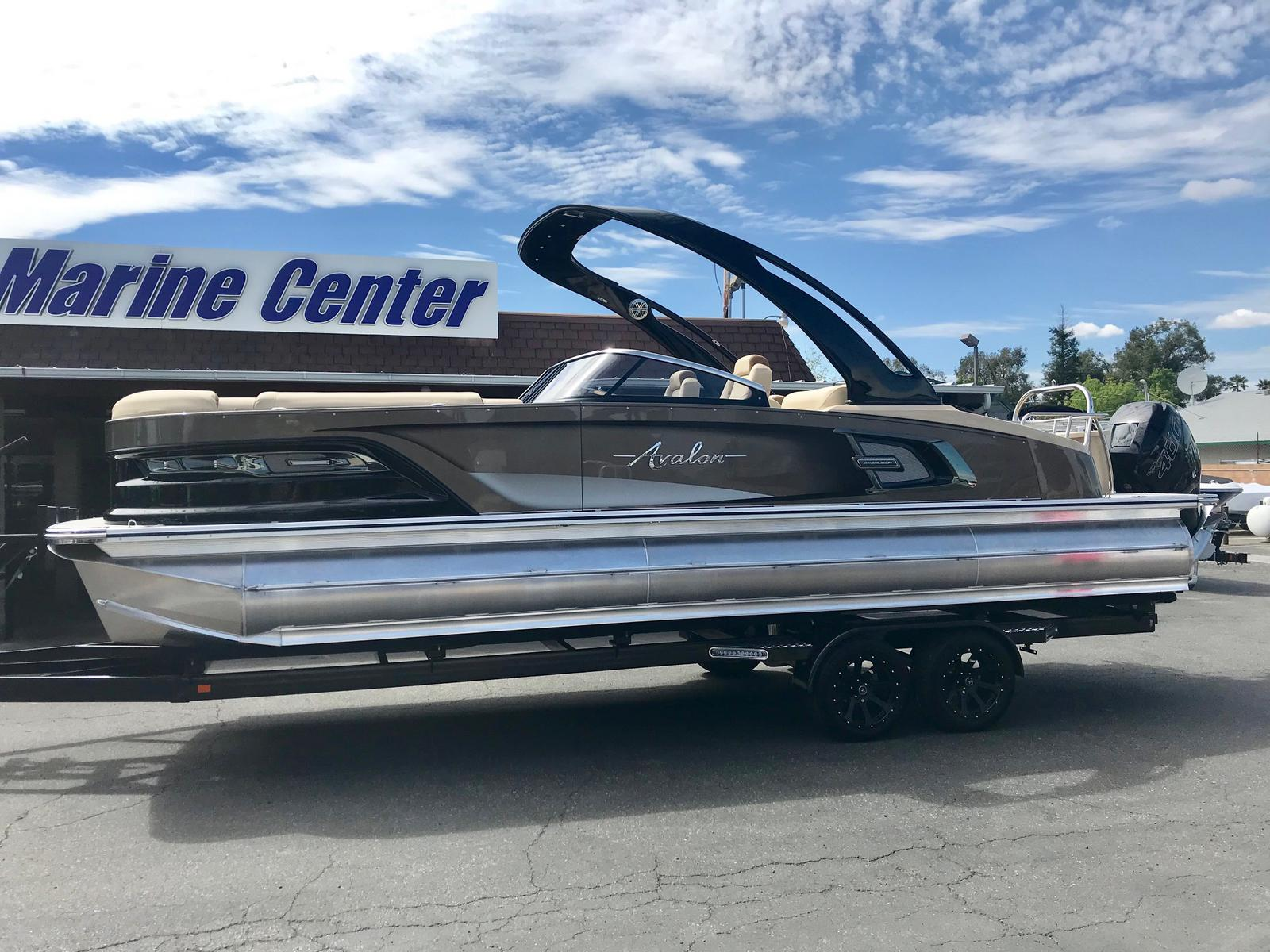 Avalon Excalibur 27' Rear Lounge Windshield w/ 400HP Racing Mercury!