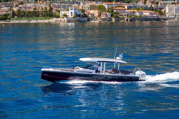 Axopar 37 Sun-Top Chase Boat