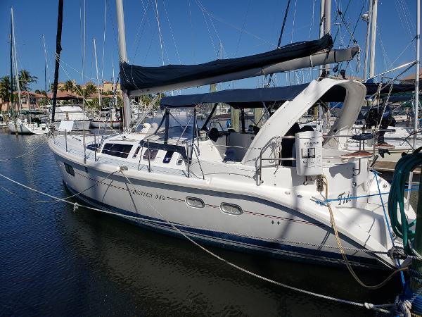 Hunter 410 Freshly Detailed Cruising Sailor