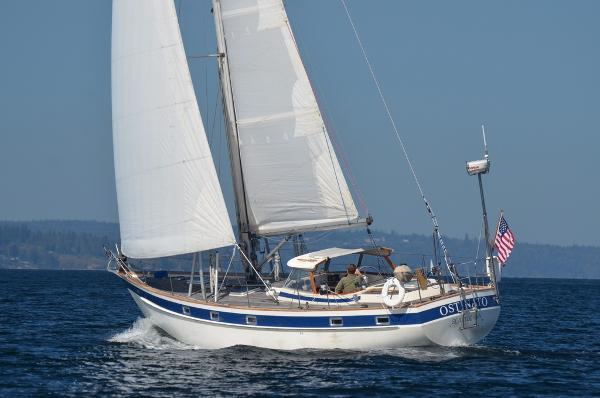 Hallberg-Rassy 42E Hardtop Sloop Sailing