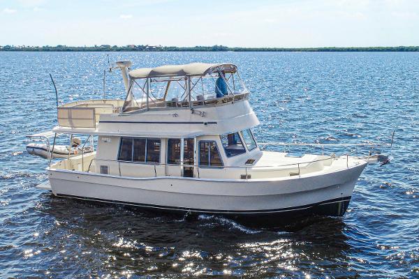 Mainship 400 Trawler Profile - Starboard