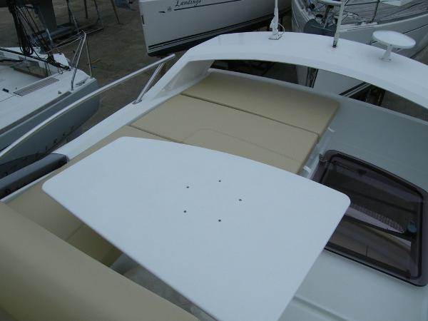 Beneteau Antares 30 Flybridge seating