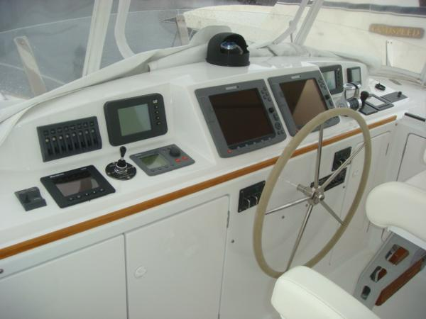 67' Lyman-Morse flybridge helm