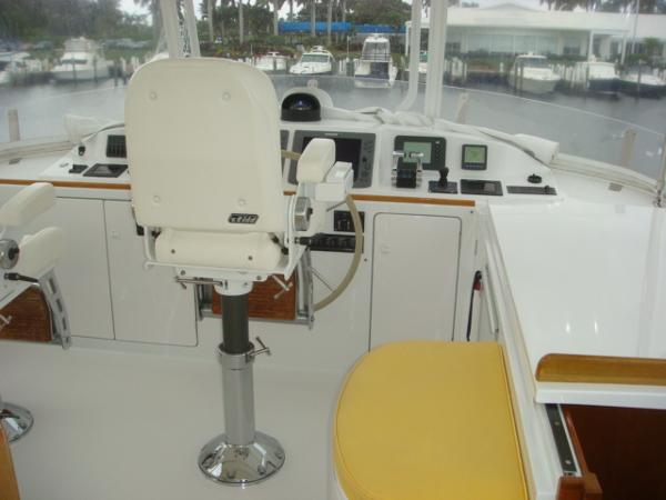 67' Lyman-Morse flybridge forward