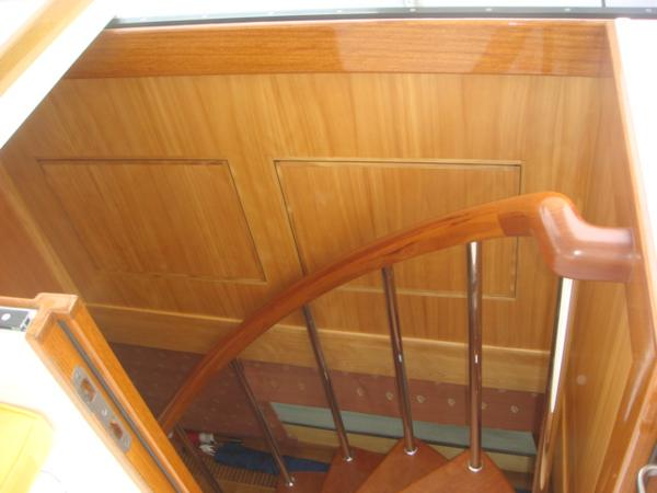 67' Lyman-Morse flybridge internal stairs