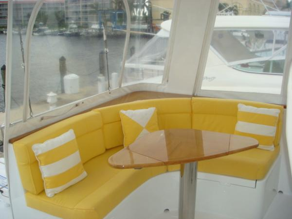 67' Lyman-Morse flybridge seating