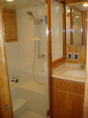 67' Lyman-Morse master stateroom shower