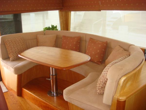 67' Lyman-Morse pilothouse seating