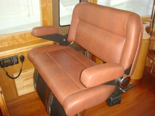 67' Lyman-Morse pilothouse helm benchseat