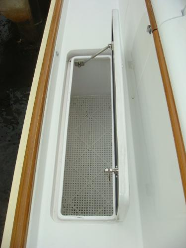 67' Lyman-Morse starboard side deck storage