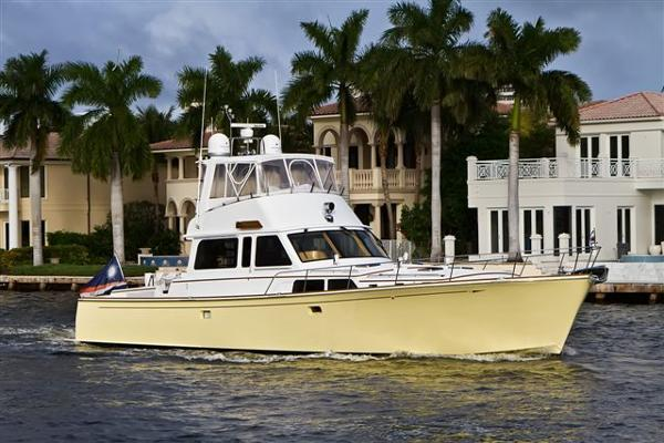 67' Lyman-Morse starboard forward profile