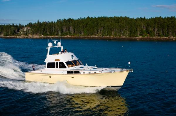 Lyman-Morse Flybridge Cruiser 67' Lyman-Morse underway