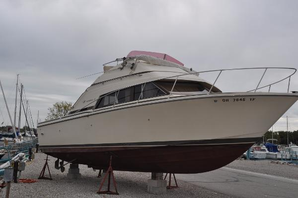 Bertram 30 Flybridge Cruiser Starboard