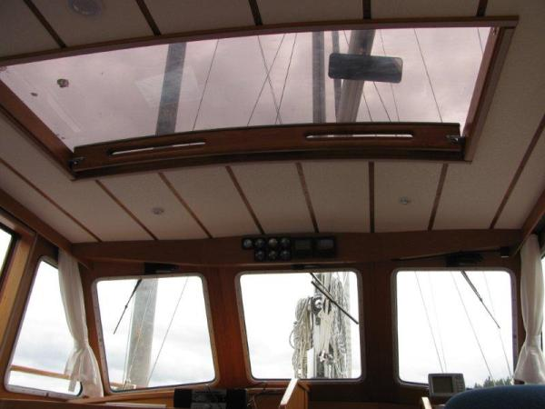 Overhead opening hatch in pilothouse