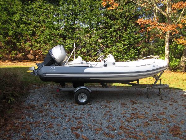 Zodiac Yachtline 470 BOAT MOTOR TRAILER