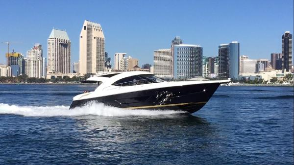 Riviera 4400 Sport Yacht Boomerang Under power
