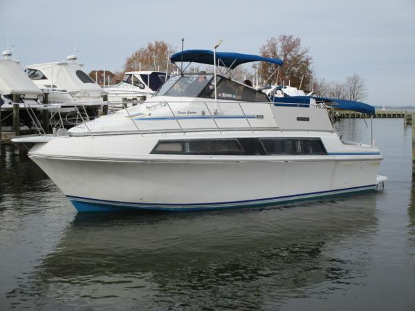 Carver 32 Mariner Port Bow