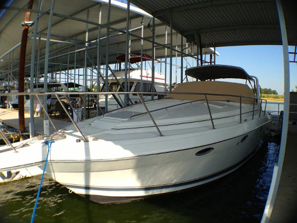 Formula 34 PC Port bow