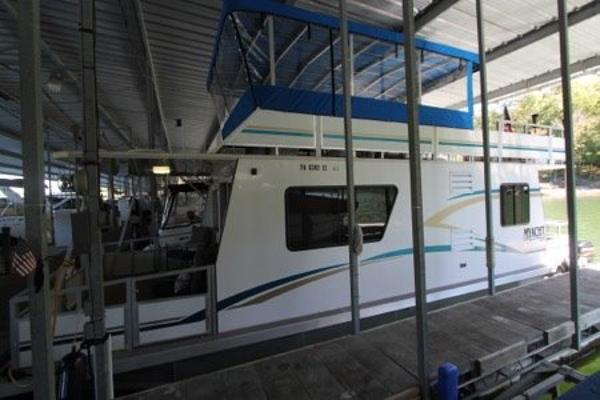 M Yacht 12' x 35'