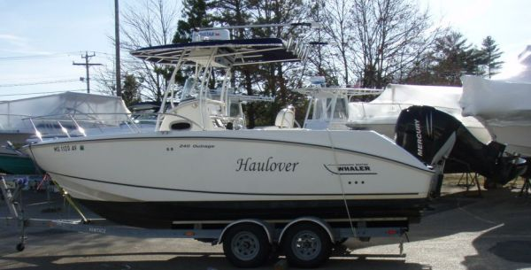 Boston Whaler 240 Outrage Photo 1