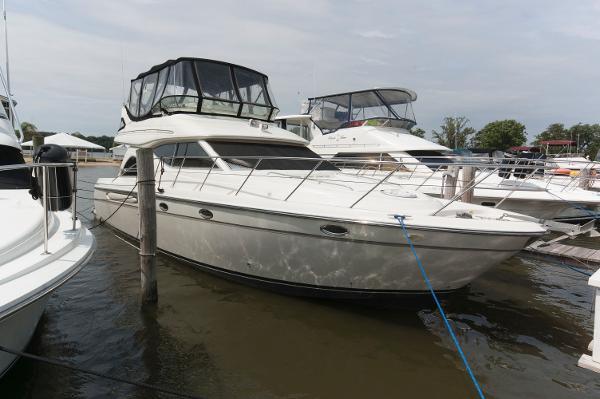 Maxum 4600 SCB Starboard Profile