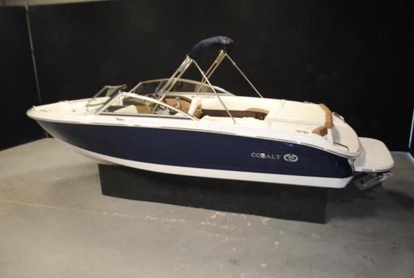Cobalt Boats 220