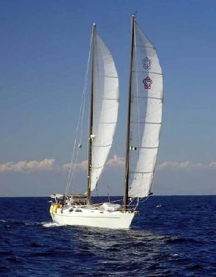 Freedom Yachts Express Profile - On The Water