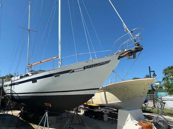 Hardin Cutter Ketch Port Bow Profile