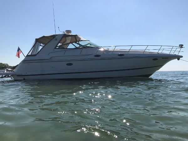 Cruisers Yachts 3870 Esprit Starb Water view