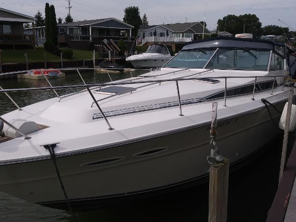 Sea Ray 390 Express Cruiser