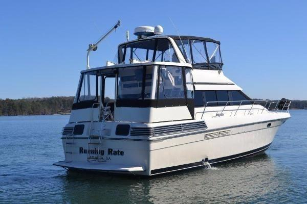 Silverton 46 Aft Cabin Motor Yacht Profile_Stbd Aft Qtr