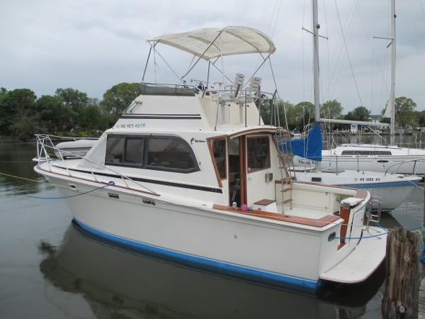 Egg Harbor 33 Sedan Port View