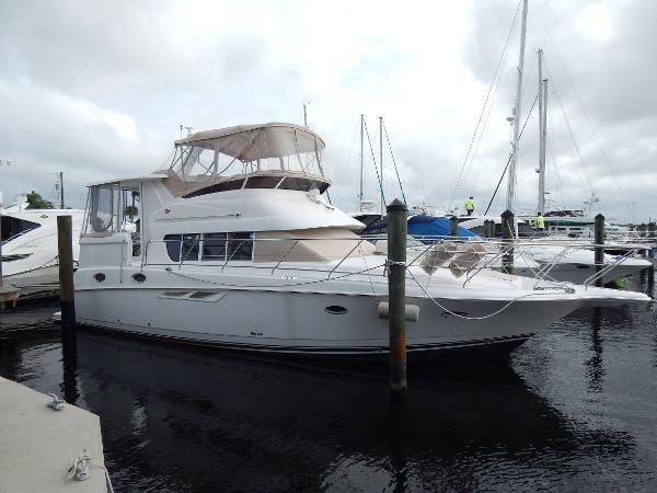 Silverton 422 Motor Yacht VIEW STARBOARD SIDE