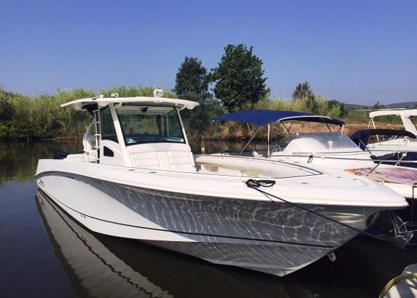 Boston Whaler 370 Outrage Boston Whaler 370 OUTRAGE