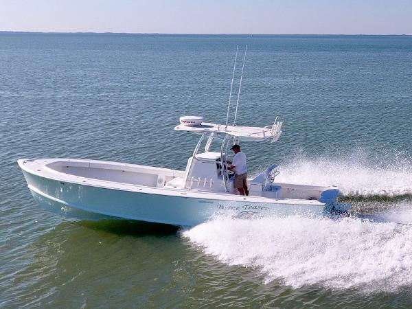 Dorado 30 SE Center Console Diesel