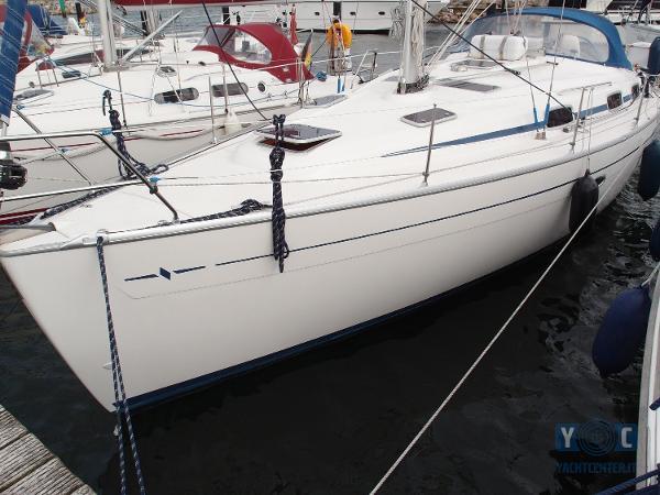 Bavaria 37 Cruiser Bavaria37-3CEmi3_hmf.jpg