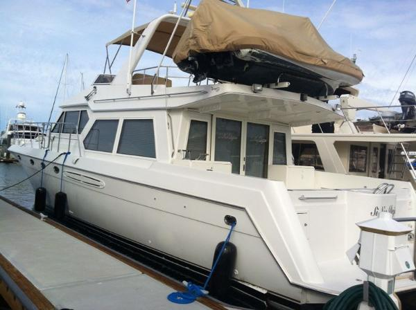 Navigator 5300 Classic Flybridge Motoryacht