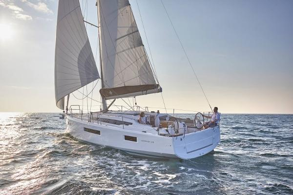 Jeanneau 410 Manufacturer photo-under sail