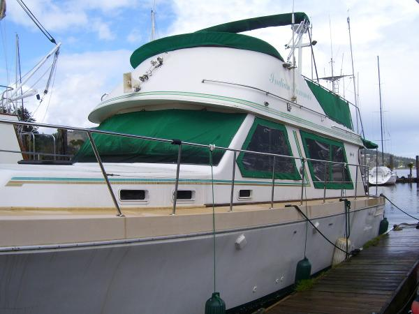 Canoe Cove 41 Flybridge Sedan  Bow