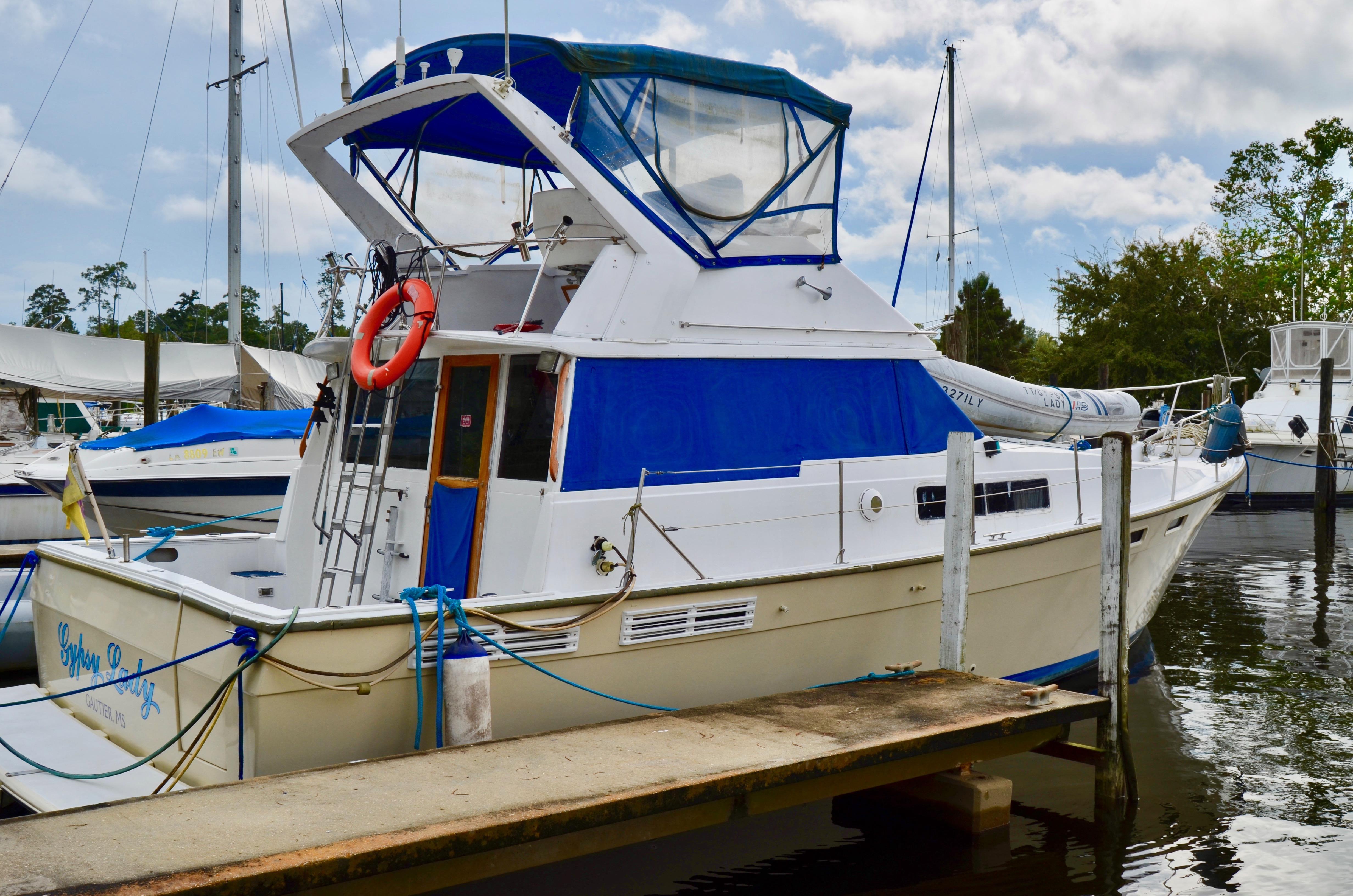 Bayliner 3870 Motoryacht At Dock