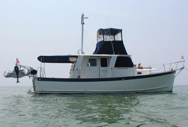 Ontario Yachts Great Lakes 33 Starboard profile