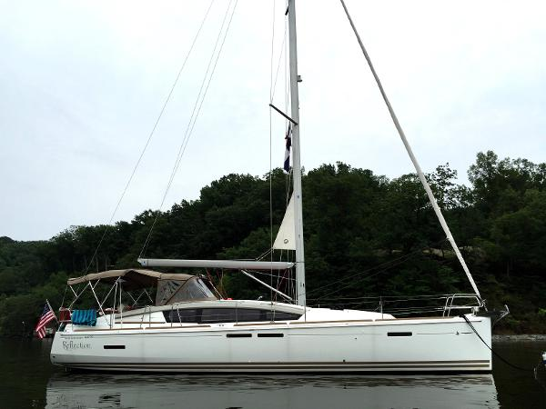 Jeanneau Sun Odyssey 44 DS At Anchor