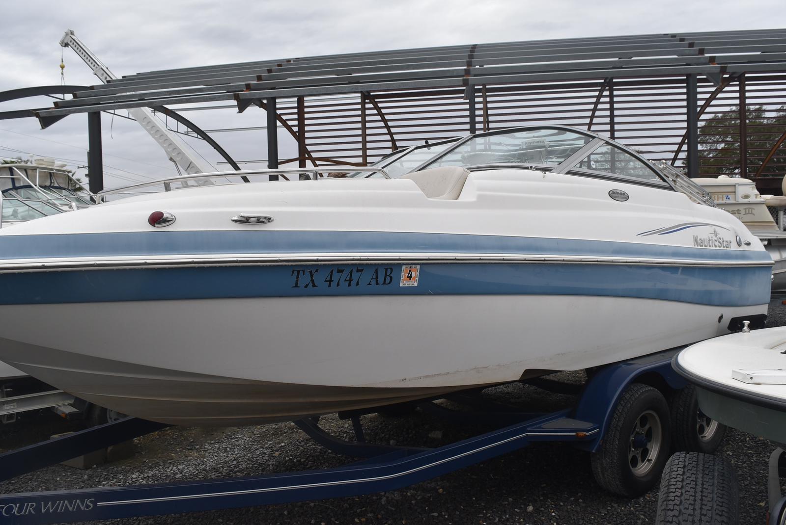 NauticStar 210 Sport Deck
