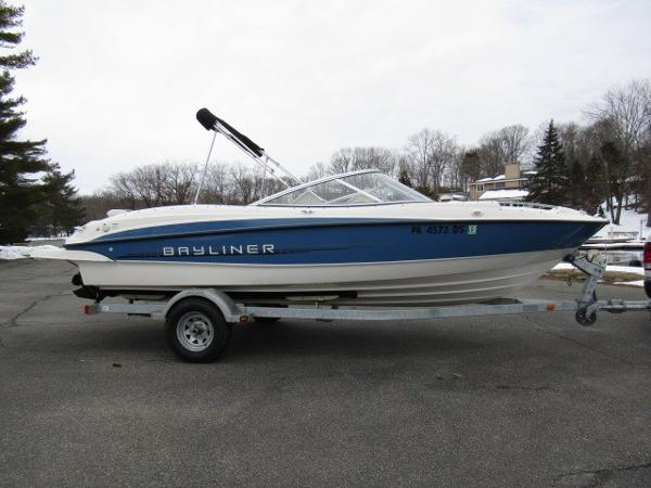 Bayliner 215 Bow Rider